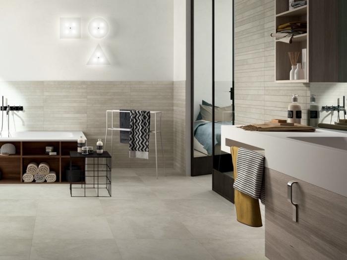idée dalle murale pvc à imitation pierre, aménagement salle de bain avec meubles en bois foncé, déco salle de bain avec baignoire