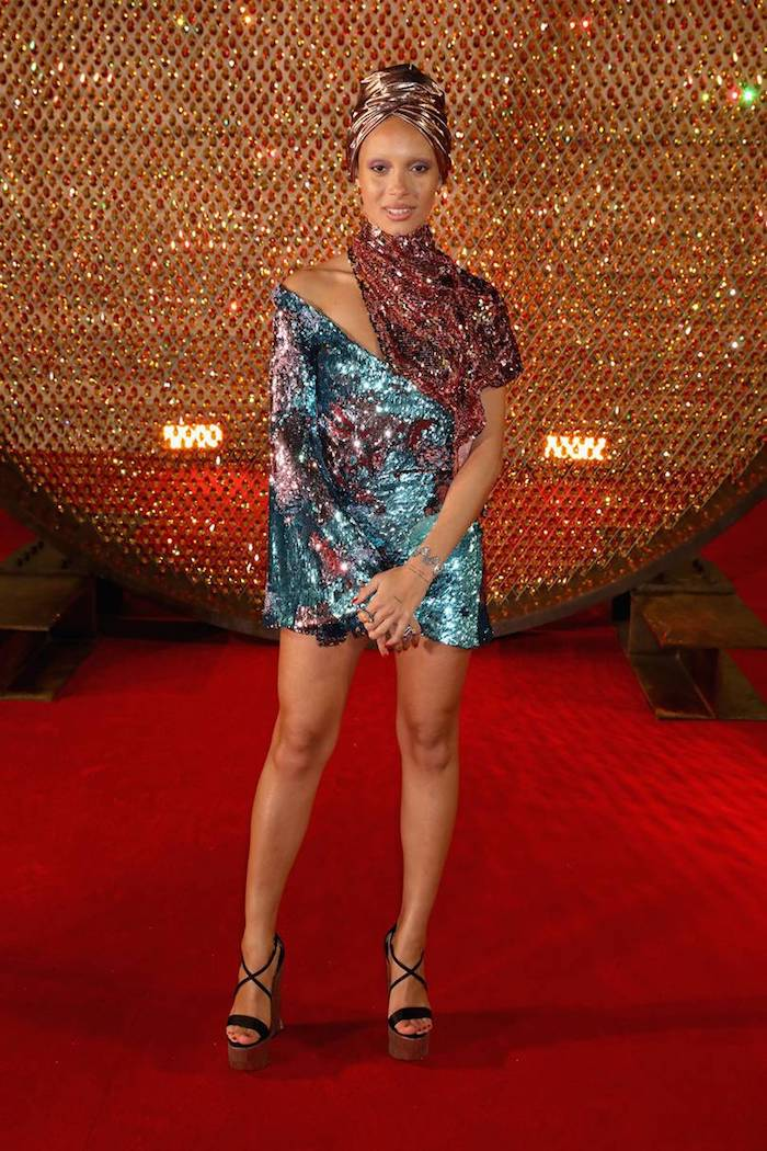 Adwoa Aboah sur le tapis rouge, honneur Mannequin de l'année