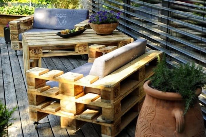 comment décorer une terrasse, que faire avec des palettes, fabrication mobilier de jardin avec palettes de bois