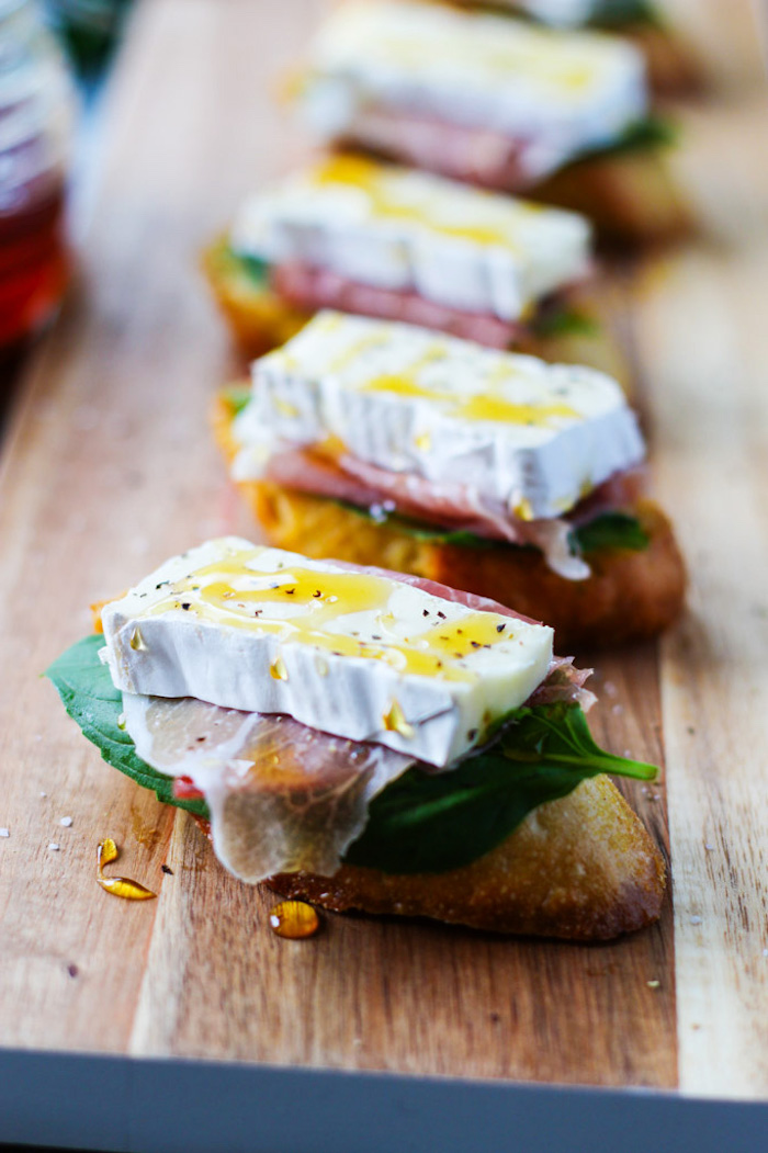 Pan avec de brie et jambon recette plat unique, idée repas anniversaire, apero dinatoire original délicieux