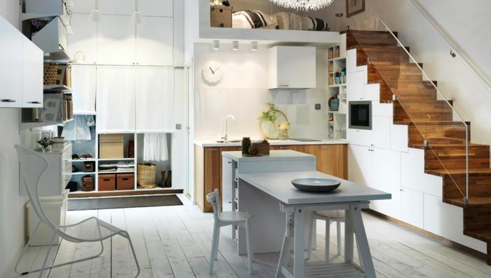 idée aménagement cuisine, escalier loft en bois et blanc, îlot avec rallonge, sol en planches blanches