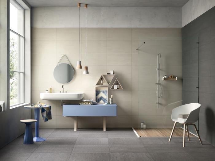 modèle dalle murale pvc de nuances terreuses beige et gris, peinture à effet béton ciré pour salle de bain moderne