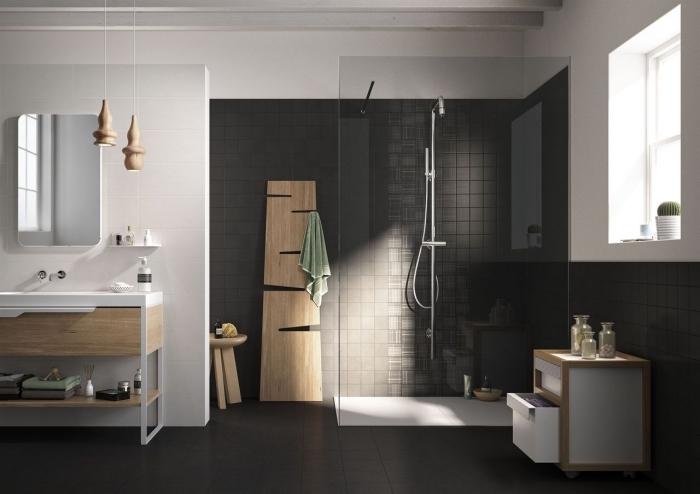 comment décorer une salle de bain moderne en gris foncé et blanc, modèle faience salle de bain en gris anthracite