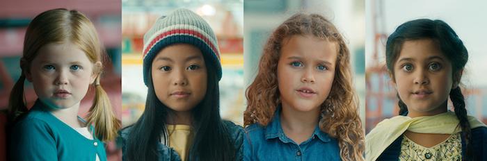 Les filles qui peuvent tout achever, filles de différent es couleurs de cheveux et de la peau