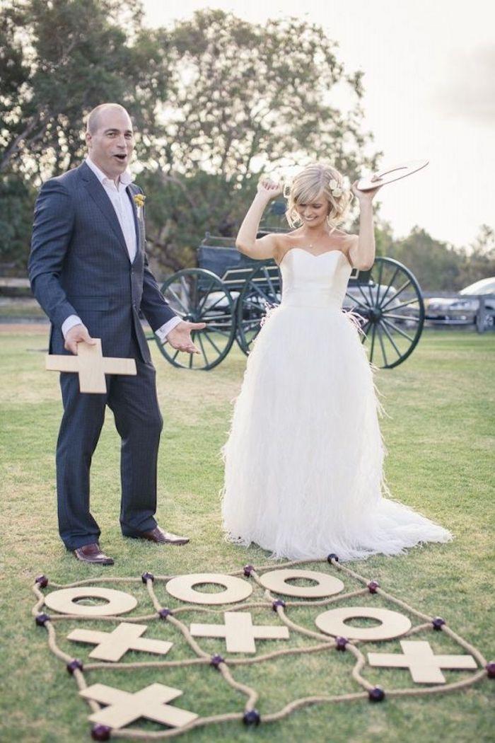 Jouer à tic tac toe géant le jour de son mariage, idée animation anniversaire adulte, idée surprise mariage,