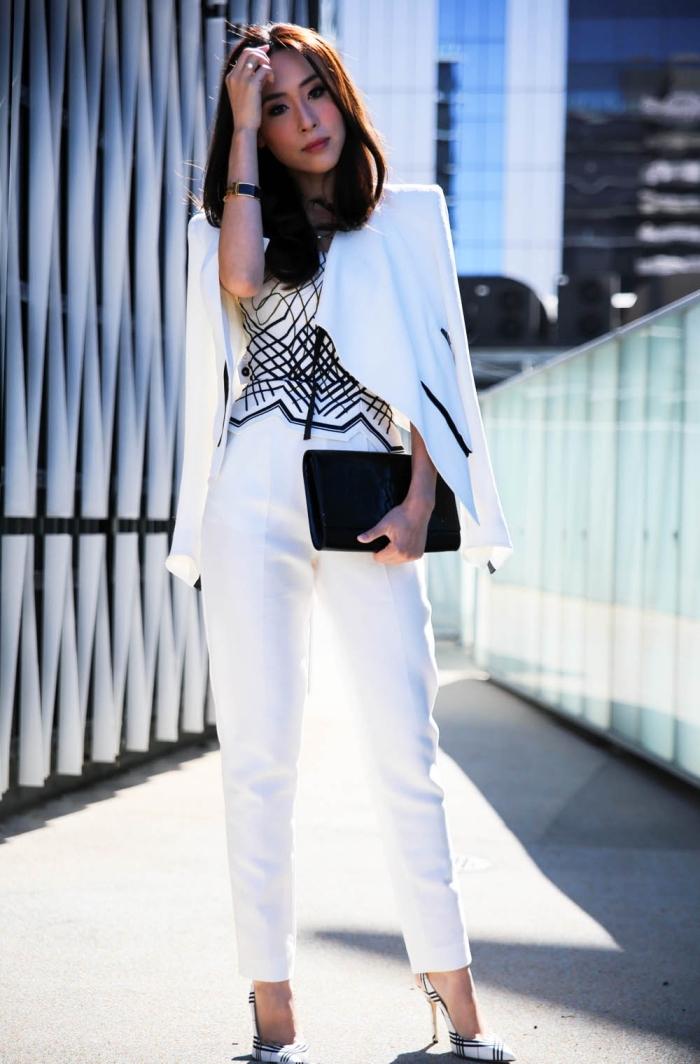 comment bien s'habiller femme, idée tenue en blanc et noir pour cérémonie, modèle de top blanc et noir avec pantalon taille haute