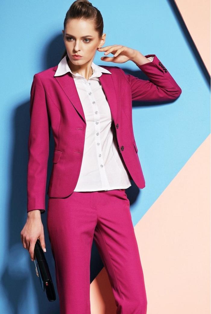 comment assortir les couleurs de ses vêtements pour femme, idée style vestimentaire professionnel en tailleur rose