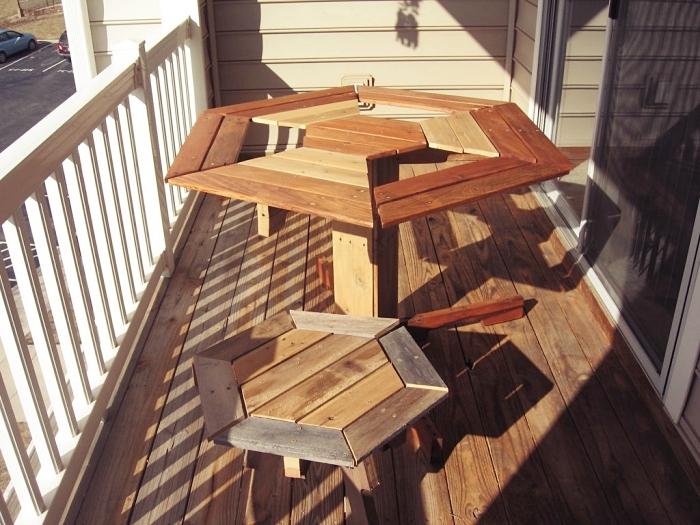 idée décoration balcon ou jardin avec mobilier DIY, exemple que faire avec des palettes, recyclage de palette facile