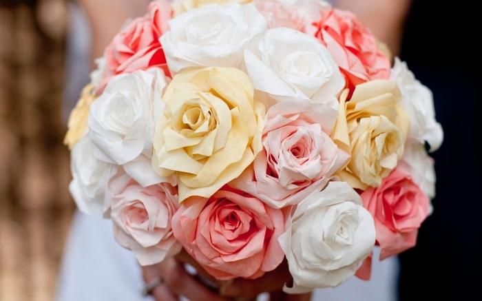 joli bouquet de roses en papier en nuances douces du rose et du jaune, fleur en papier facile en filtre à café