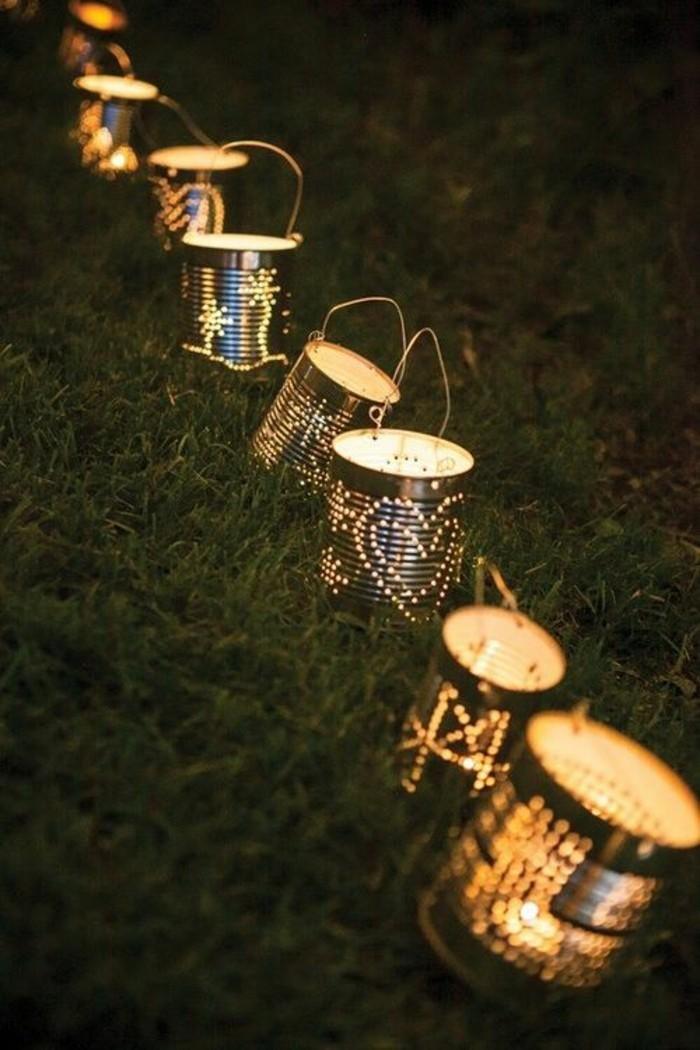 réaliser une décoration de jardin avec boîtes de conserve recyclées, modèles de lanternes DIY en canettes recyclées
