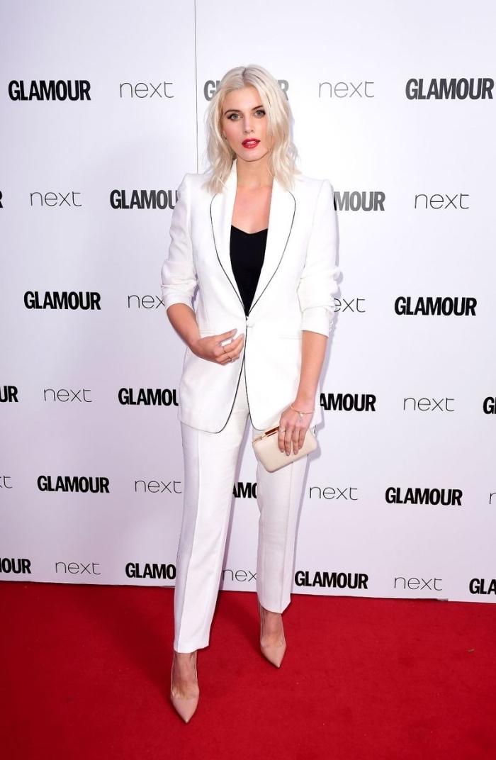exemple pantalon tailleur femme en blanc, idée tenue en blanc et noir pour femme élégante avec pantalon et blazer