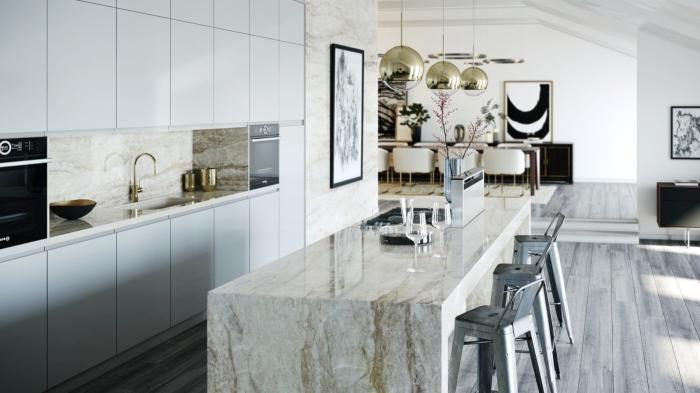 agencement cuisine ouverte avec îlot central, armoires de cuisine blanches sans poignées, exemple crédence cuisine effet pierre naturelle