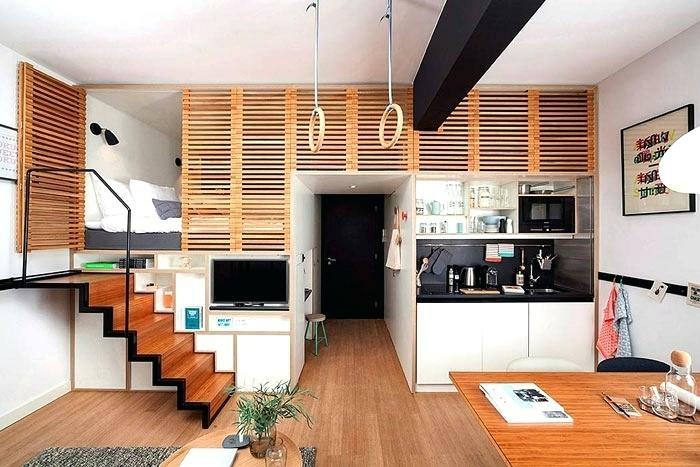 amenagement petite cuisine, sol stratifié, escalier loft, petite chambre à coucher, poutre noire au plafond, amenagement petite cuisine