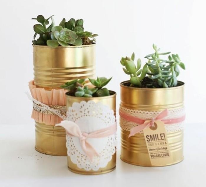 recyclage boite de conserve deco facile, comment décorer les canettes pour en faire des pots de fleurs stylés en or