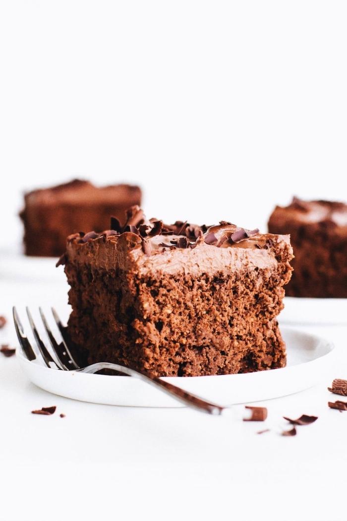 recette vegan de gateau au chocolat rapide sans gluten et sans huile au glaçage à base de noix de cajou