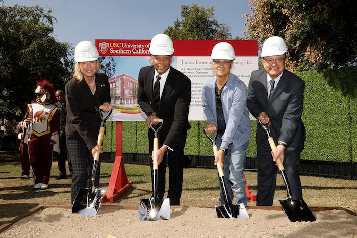 Dr Dre et Jimmy Iovine ont fait don de 70 millions de dollars à l'université de californie du sud en 2013, dans laquelle Truly Young a été acceptée comme étudiante