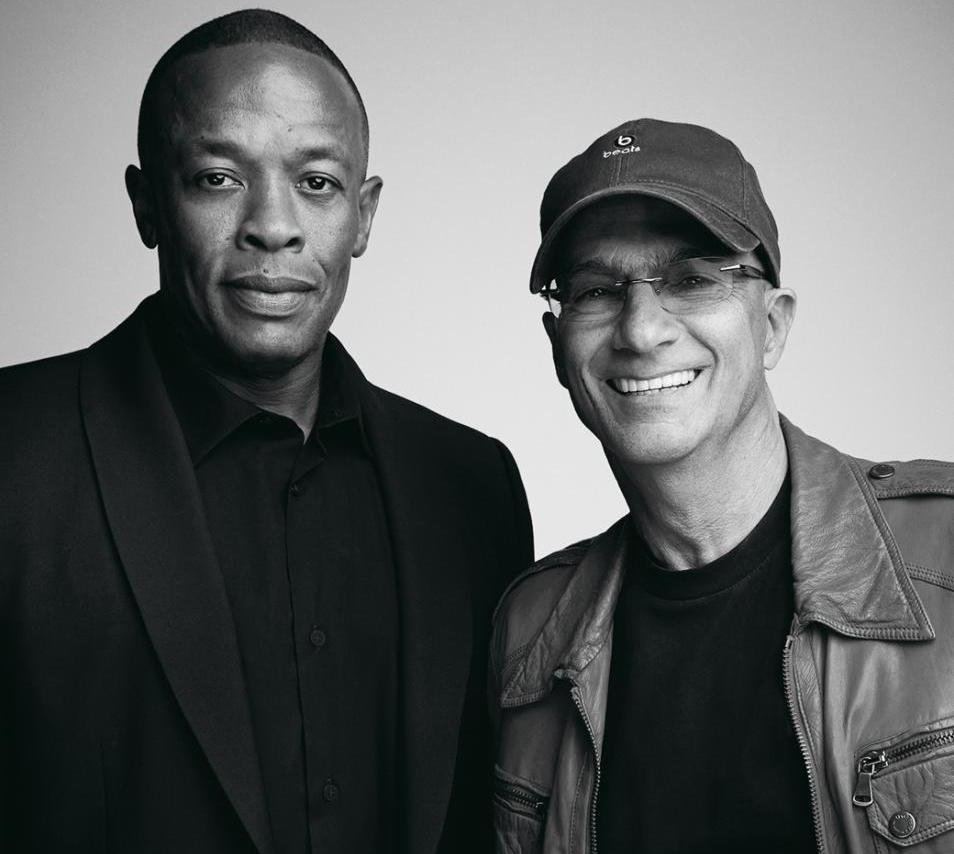 Dr Dre et Jimmy Iovine avaient fondé Beats Electronics qu'ils ont revendu 3 milliards de dollars à Apple, puis financé un cursus universitaire à l'USC