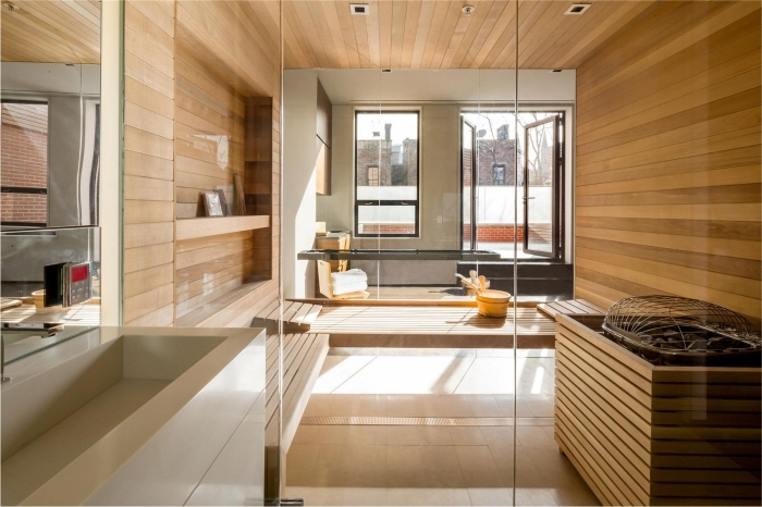 modèle salle de bain en bois, idée rangement mural pour salle de bain avec étagère, séparation pièce en verre