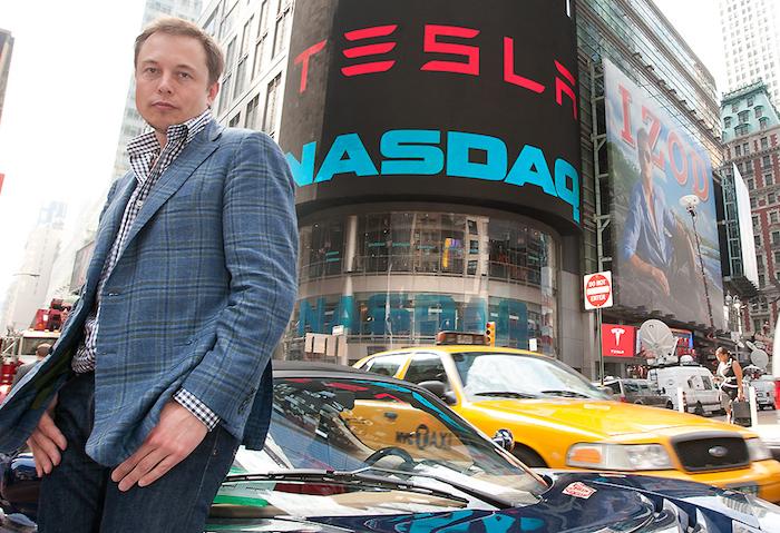 Le changement de stratégie de Tesla concernant la fermeture de ses points de vente a couté 6 milliards de dollars en bourse à la marque de Elon Musk
