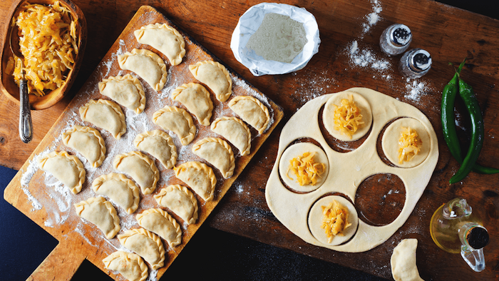 Empanadas avec pomme de terre rapées, repas de fete, idee apero dinatoire, amuse bouche apéritif facile