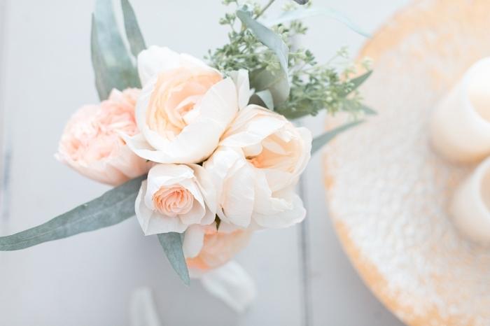joli bouquet de fleurs en papier crépon couleur rose délavé, bouquet de fleurs en papier de style champêtre