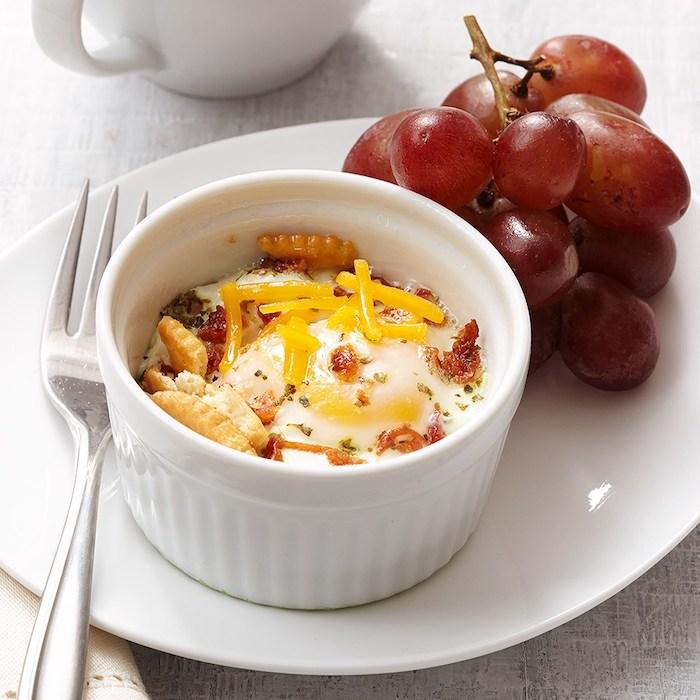 Petit plat pour chacun de vos invités, personnel plat avec oeuf, fromage et tomate sec, amuse bouche apéritif facile, apero dinatoire original