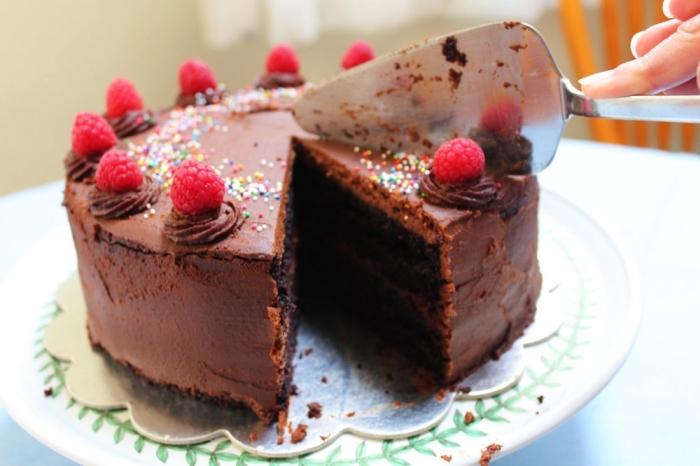 gâteau d'anniversaire au chocolat sans lactose et sans gluten, à la purée de citrouille, recette originale de la patisserie sans gluten