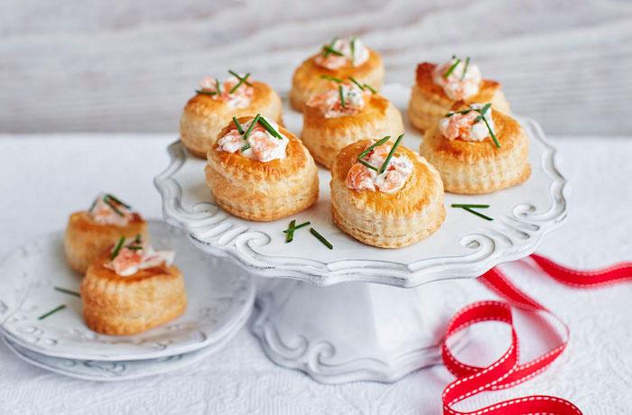 Saumon et crème dans un pâte feuilleté, apero dinatoire pour 20 personnes, amuse bouche apéritif facile