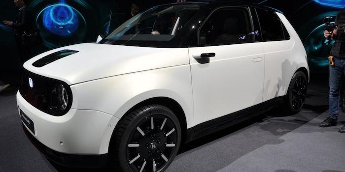 photo de la Honda E Prototype citadine électrique présentée au salon de Genève et mise en production fin 2019