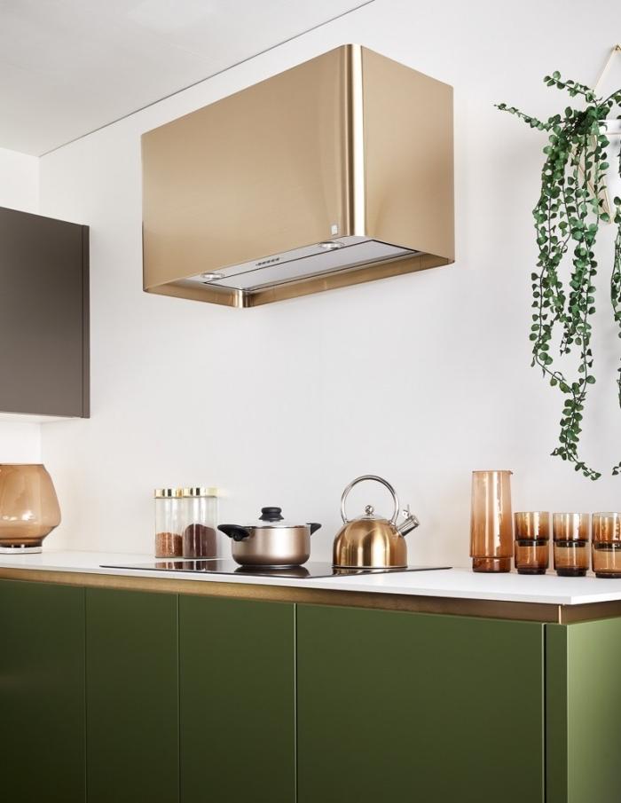 modele de cuisine petit espace aux murs blancs, idée meubles sans poignées de couleur foncé, déco finition métal