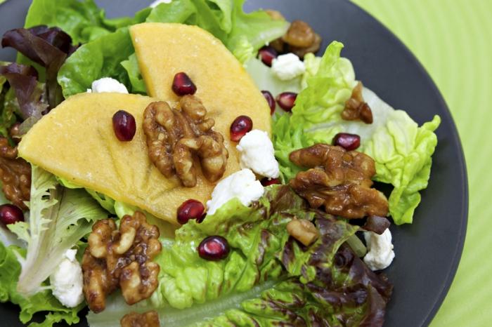 salade d'automne, kaki, laitue, graines de grenade, noix de noyer, idee salade facile