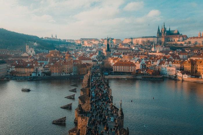 Prague la ville d'or, le pont charles, paysage d'hiver, photo paysage urbain, comment décorer son desktop Danube et Prague