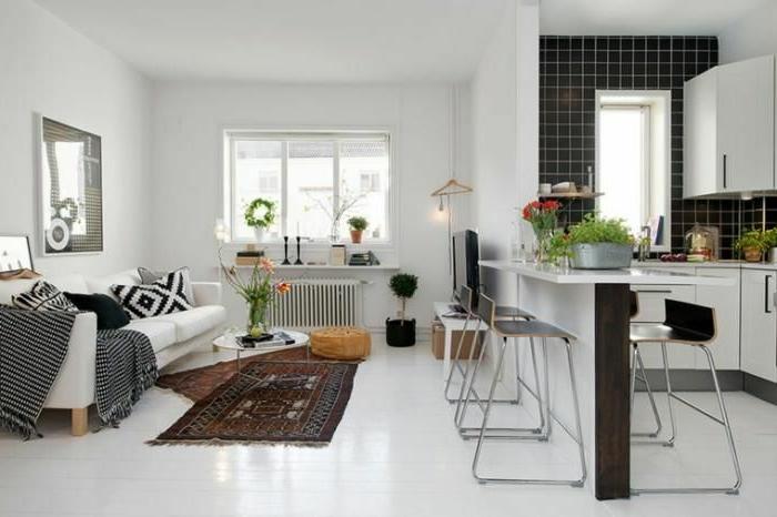 intérieur design scandinave, sol blanc, tapis ethniques, sofa blanc, idée aménagement cuisine