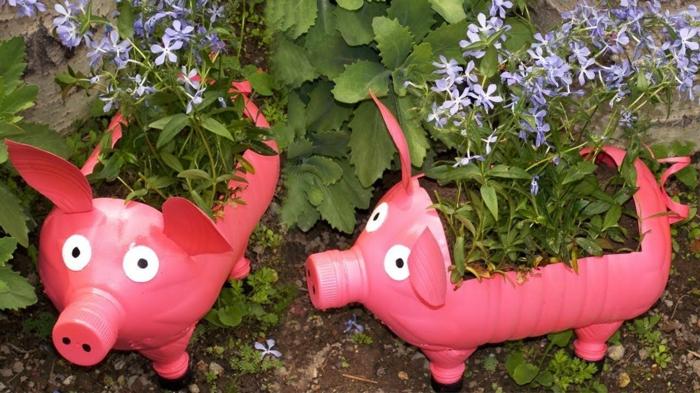 porcs roses fabriqués avec bouteilles plastiques, transformer des objets récup en déco exterieur jardin