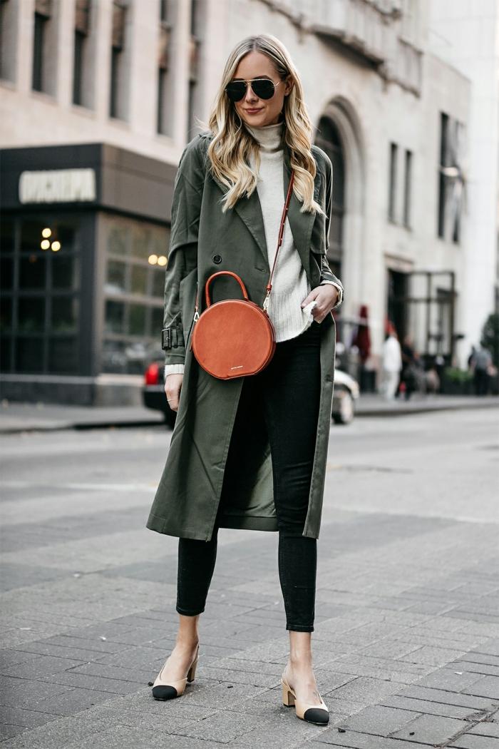 sac rond, longue veste en couleur neutre, jeans skinny, pull blanc, lunettes de soleil