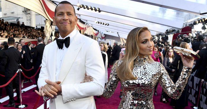 photo du couple fraichement fiancé Jennifer Lopez et Alex Rodriguez lors de la première apparition publique au gala met en 2017