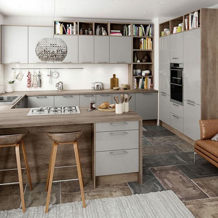 amenagement petite cuisine créative, evier, comptoir et électroménager à encastrer, sofa vintage en cuir