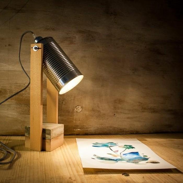 fabriquer une lampe soi-même, idée recyclage boite de conserve, modèle de lampe DIY en canette recyclé et bois