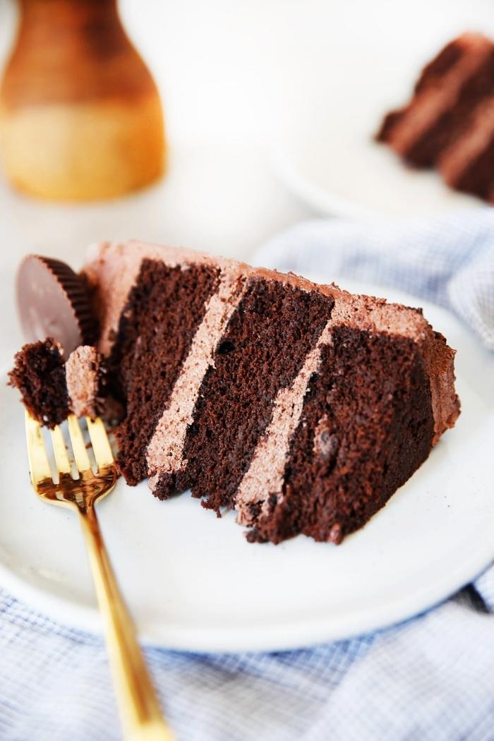 recettes de la patisserie sans gluten, layer cake au chocolat sans gluten et sans lactose préparé avec un mélange de farine d'amande et de farine de noix de coco