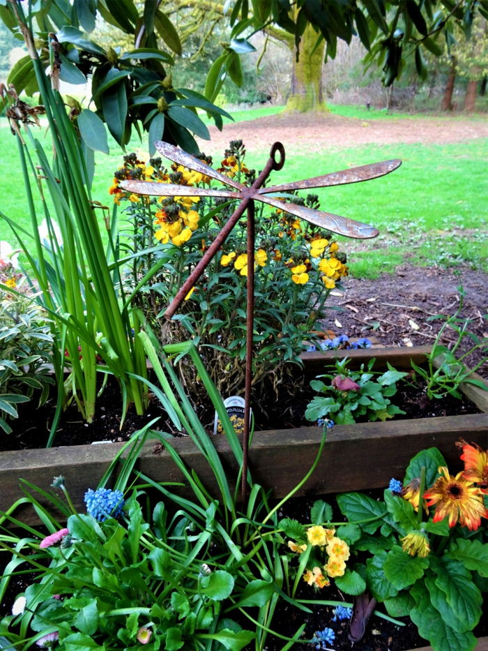 libellule en fer, décoration de jardin fabriquée avec cuillères et clef, parterre de fleur