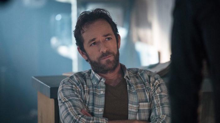 Luke Perry alias Dylan a aussi joué dans la série Netflix Riverdale le rôle de Fred Andrews