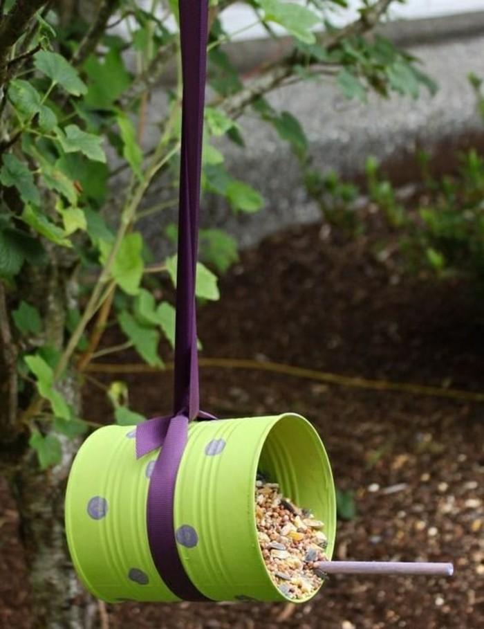 boîte de conserve recyclée, comment faire un mangeoire pour oiseaux, activité manuelle facile et rapide pour objet de jardin
