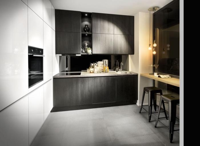 décoration de cuisine en blanc et noir, modèle carreaux à effet béton, armoires de cuisine en noir mate, facade cuisine gris anthracite
