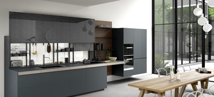 quelle couleur pour une cuisine, armoires de cuisine en gris foncé sans poignées, rangement mural avec étagère en bois foncé