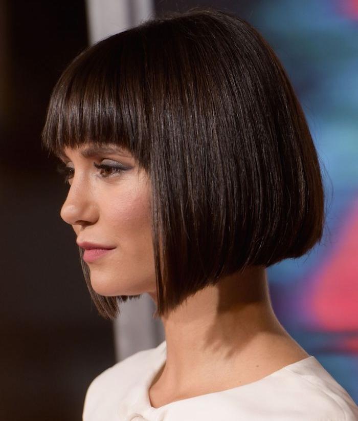 Coupe De Cheveux Femme Carre Plongeant Degrade Avec Frange | Coiffures Cheveux Longs
