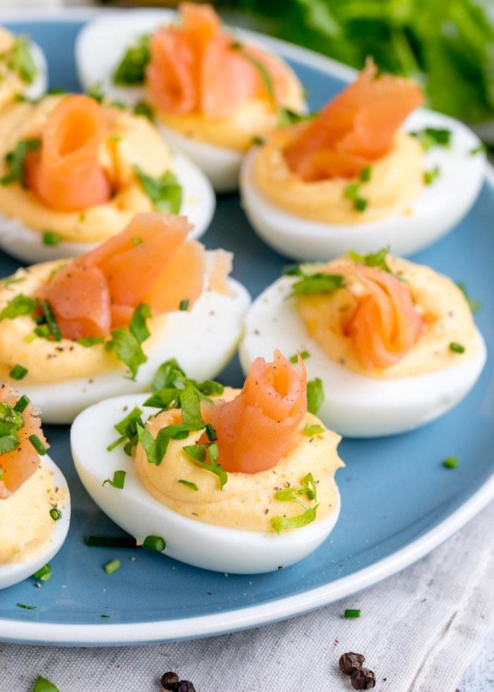 Oeufs au saumon et sauce cool idée original repas, idée recette facile, entrée simple et raffinée, recette saine