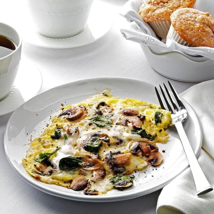 recette d'omelette facile aux champignons et aux épinards, idée quoi manger ce soir vite fait