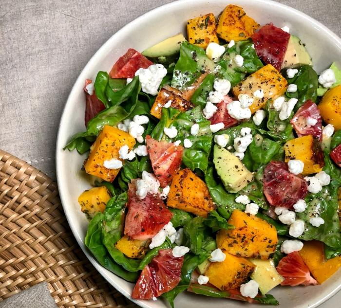 salade aux patates douces et oranges sanguines, fromage de chèvre, avocat, épinards