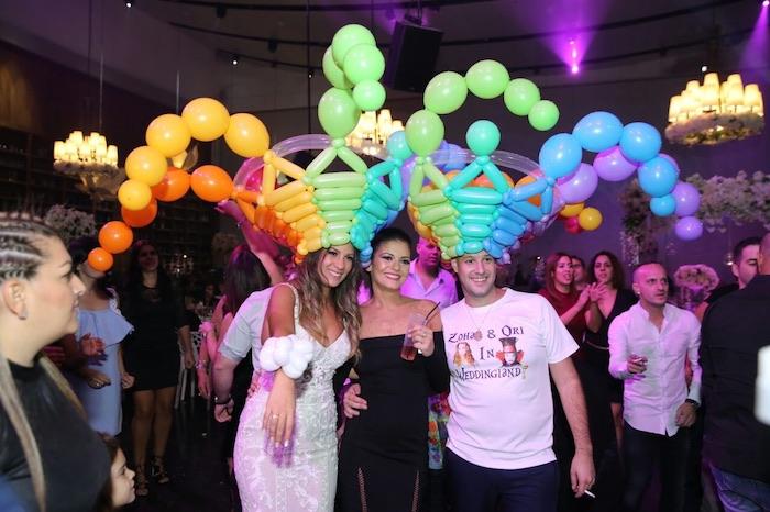 Couronne de ballons colorés, jeux soirée, idée animation anniversaire adulte, amusement mariage idée originale