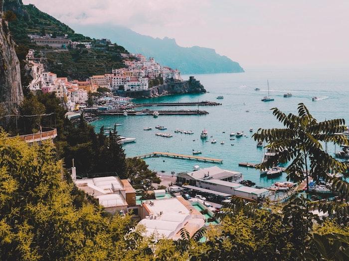 Amalfi Coast belle photo de la mer et la ville d'Amalfi photo de paysage urbain, image paysage ville, cool idée d'image inspiratrice
